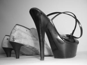 Основа правильной походки на каблуках - это хорошая осанка