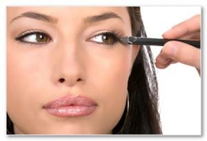 Подводка - карандаш идеально подходит для дневного макияжа