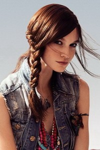 Отличным вариантом для девушек будет прическа с косами