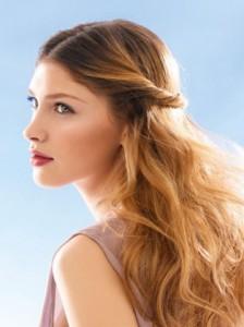 Эта прическа подойдет для средних и длинных волос