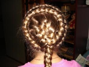 """Прическа """"Солнышко"""" подходит для прямых длинных волос"""