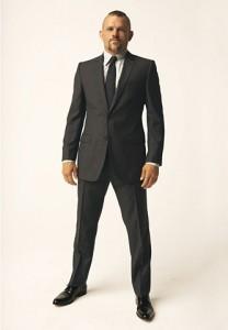 Черные туфли идеально подходят к любому костюму