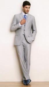 Серый костюм можно надеть на свадьбу в зимнее время года