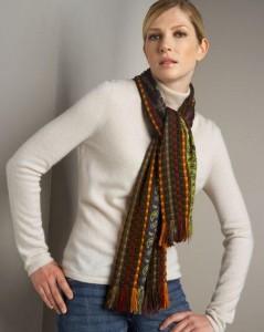 Простой узел подойдет для любого шарфа  | Простой узел подходит для любого шарфа