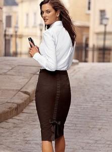Завышенная талия юбки - карандаша стройнит и придает женственность ее обладательнице